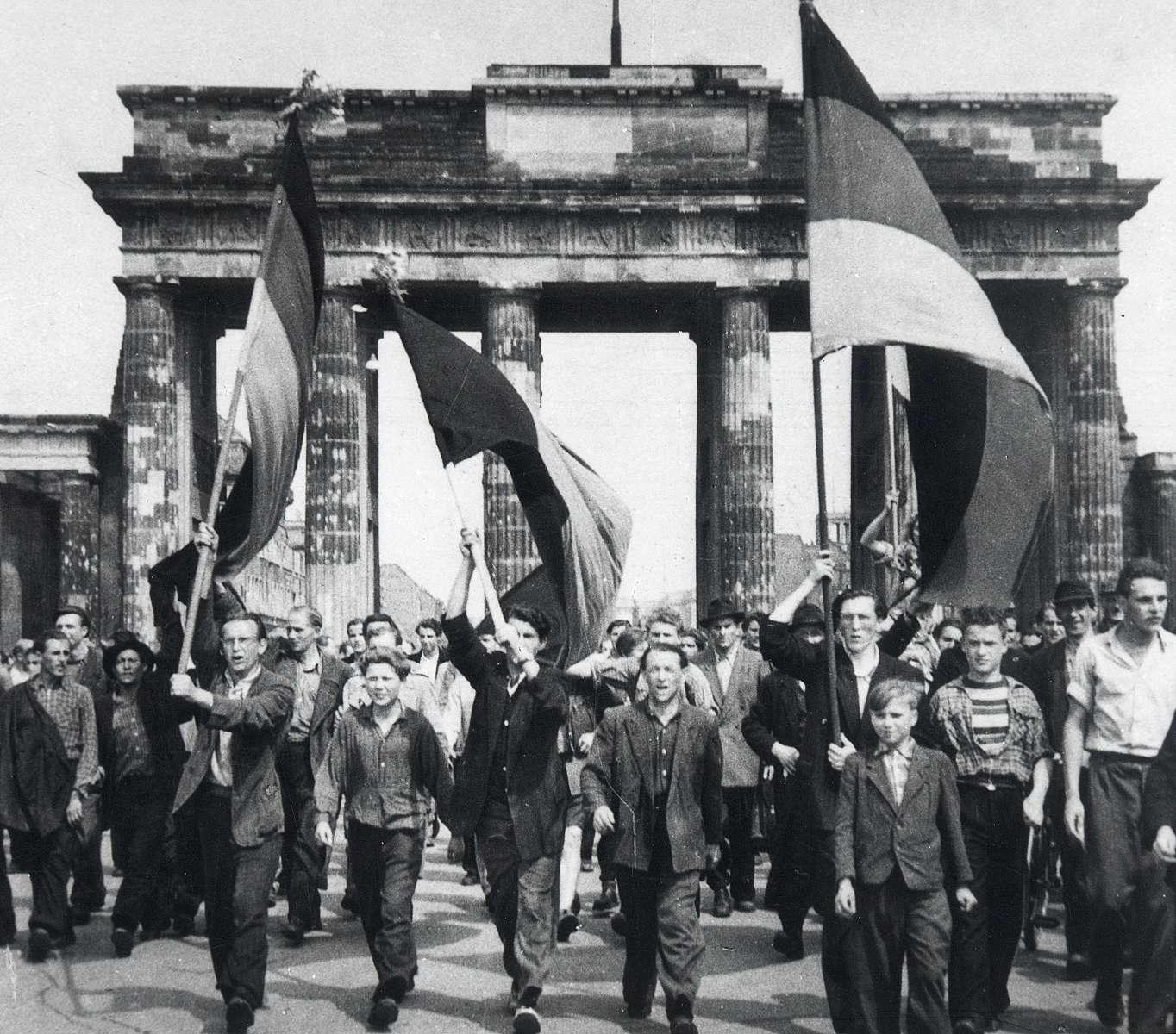 Zehn fotos aus der geschichte berlins